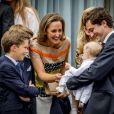 La princesse Elisabetta et le prince Amedeo de Belgique avec leur fille la princesse Anna Astrid et la princesse Astrid, mère du prince, le 29 juin 2017 à Bruxelles lors d'une célébration du 80e anniversaire de la reine Paola de Belgique.