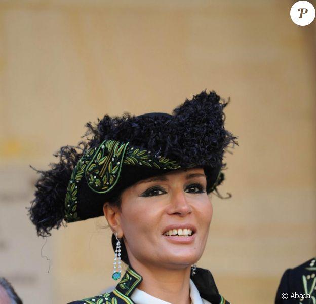 Cheikha Mozah Bint Nasser Al-Missned est installée à l'Académie des Beaux-Arts, sous les yeux de son époux, l'Emir du Qatar Cheikh Hamad ben Khalifa Al-Thani. 24/06/09