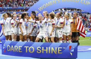 Coupe du monde féminine : Megan Rapinoe, championne, embrasse sa compagne