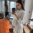 Nabilla, enceinte de son premier enfant, se dévoile en total look blanc moulant son joli baby bump, le 30 juin 2019 sur Instagram.