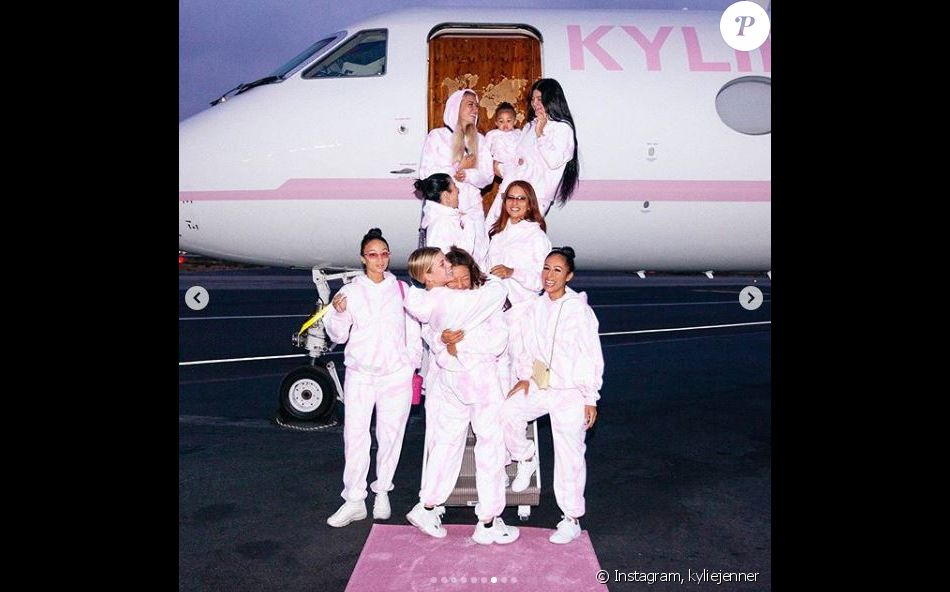 Kylie Jenner en vacances avec ses amies et sa fille Stormi sur les Îles Turks et Caïques. Juillet 2019.