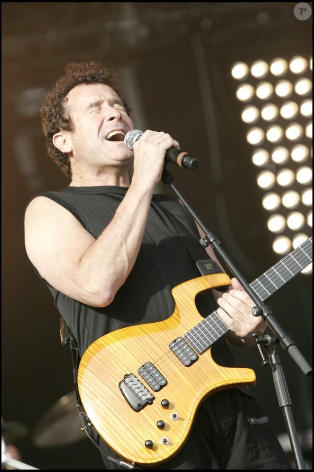 """Johnny Clegg à la Fête de l'Humanité en 2007. Le musicien sud-africain surnommé """" Zoulou blanc """", est décédé à Johannesburg le 16 juillet 2019 des suites d'un cancer à l'âge de 66 ans."""