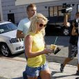 Britney Spears fait du shopping à L.A, avec un ami. 26/06/09