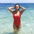 Selena Gomez fait la promotion d'un maillot de bain sur le site KRAHS (Juillet 2019).
