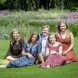 Le roi Willem-Alexander des Pays-Bas, la reine Maxima et leurs filles la princesse héritière Catharina-Amalia, la princesse Alexia et la princesse Ariane sur la pelouse des jardins du palais Huis ten Bosch, leur résidence à La Haye, le 19 juillet 2019 lors de la traditionnelle séance photo des vacances d'été avec la presse.