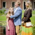 La petite dernière dans les bras de son papa... Le roi Willem-Alexander des Pays-Bas, la reine Maxima et leurs filles la princesse héritière Catharina-Amalia, la princesse Alexia et la princesse Ariane ont posé dans les jardins du palais Huis ten Bosch, leur résidence à La Haye, le 19 juillet 2019 lors de la traditionnelle séance photo des vacances d'été avec la presse.