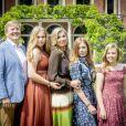 En mode les Dalton ! Le roi Willem-Alexander des Pays-Bas, la reine Maxima et leurs filles la princesse héritière Catharina-Amalia, la princesse Alexia et la princesse Ariane ont posé dans les jardins du palais Huis ten Bosch, leur résidence à La Haye, le 19 juillet 2019 lors de la traditionnelle séance photo des vacances d'été avec la presse.
