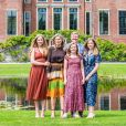 Le roi Willem-Alexander des Pays-Bas, la reine Maxima et leurs filles la princesse héritière Catharina-Amalia, la princesse Alexia et la princesse Ariane ont posé dans les jardins du palais Huis ten Bosch, leur (nouvelle) résidence à La Haye, le 19 juillet 2019 lors de la traditionnelle séance photo des vacances d'été avec la presse.