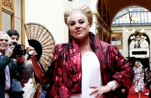 Marianne James volée en pleine rue lors de ses vacances en Italie