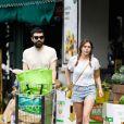Exclusif - Elizabeth Olsen et son compagnon Robbie Arnett sortent d'une épicerie de Los Angeles le 9 juillet 2019.