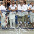 Federica Pellegrini et Alberto Castagnetti (coach de Luca Marin) soutiennent Luca, qui est en train de nager lors des jeux méditerranéens à Pescara (28 juin)
