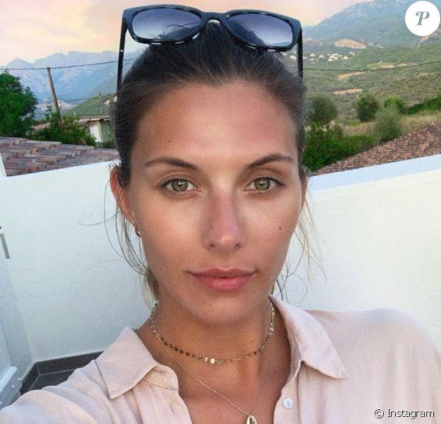 Camille Cerf, au naturel en Corse (Août 2019).