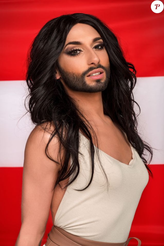 Conchita Wurst pose lors d'un photoshoot à Vienne, le 7 avril 2014.