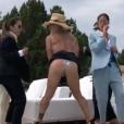 Gianluca Vacchi prend la fessée en vidéo (Août 2019).
