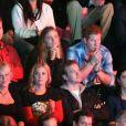 """Sam Branson, le prince Harry d'Angleterre, sa compagne Cressida Bonas, Holly Branson et son mari Fred Andrews dans les tribunes du stade de Wembley lors de l'évènement """"We Day UK"""" à Londres. Le 7 mars 2014"""