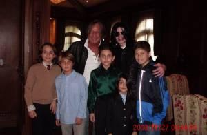Découvrez la dernière photo posée de Michael Jackson avec ses enfants !