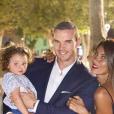 Wafa avec son compagnon Oliver et leur petite fille Jenna à Saint-Tropez, le 26 juin 2019