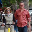 Selma Blair se balade avec son compagnon David Lyons et s'arrête prendre un café chez Alfred Coffee à Los Angeles. Le 18 mai 2019