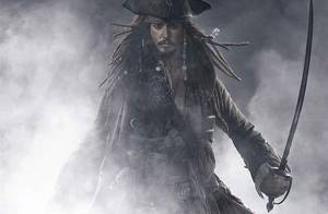 Pour sa fille, Johnny Depp enfile à nouveau son costume de Pirates des Caraïbes !