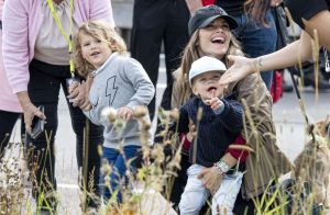 Carl Philip de Suède : Le prince Gabriel, 2 ans, son adorable supporter !