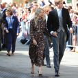 Sienna Miller et Lucas Zwirner lors du mariage de la chanteuse Ellie Goulding et de son compagnon Caspar Jopling le 31 août à York Minster, la cathédrale d'York, dans le nord de l'Angleterre.