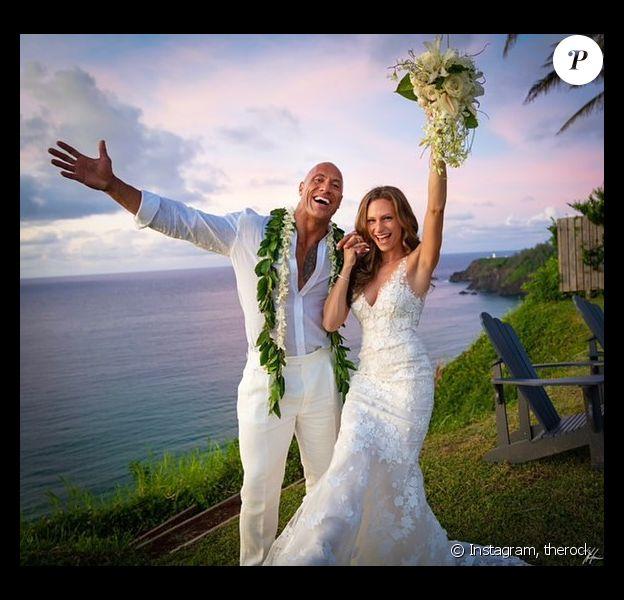 """Dwayne """"The Rock"""" Johnson et sa femme Lauren Hashian le jour de leur mariage le 18 août 2019."""