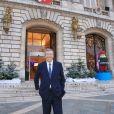 Exclusif - Patrick Balkany pose devant sa mairie à Levallois-Perret. Le 18 décembre 2015 © Céline Bonnarde / Bestimage