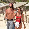 Lais Ribeiro et son compagnon Joakim Noah passent leurs vacances sur une plage Tulum au Mexique le 1er juin 2019. La veille ils ont passé la nuit à faire la fête à Casa Malca, l'ancienne demeure du seigneur de la drogue Pablo Escobar.