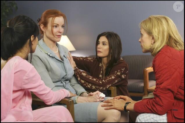 """Marcia Cross, Teri Hatcher, Felicity Huffman dans la série """"Desperate Housewives"""", 2001."""