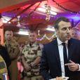 Emmanuel Macron, président de la République Française, dîne avec les soldats français de l'opération Barkhane sur la base militaire de Niamey. Grand dîner organisé par Guillaume Gomez, chef des cuisines de l'Elysée. Niamey, le 22 décembre 2017. © Stéphane Lemouton/Bestimage