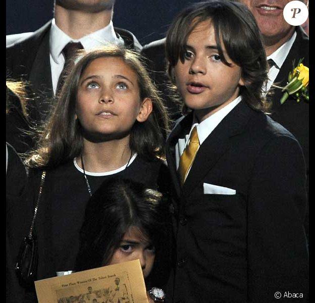 Paris, Prince Michael et Blanket, les enfants de Michael Jackson hier au Staples Center