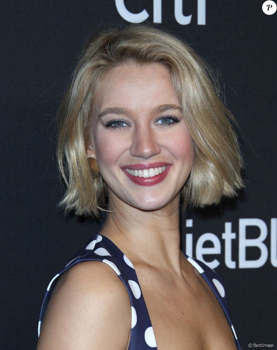 Yael Grobglas le 20 mars 2019 lors du photocall de The Farewell Seasons au PaleyFest 2019 à Los Angeles.