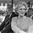 """Jacques Chirac accompagné de Bernadette, inaugure le parc à thèmes """"Mirapolis"""" à Courdimanche le 19 mai 1987."""