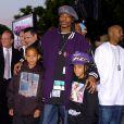 Snoop Dogg et ses fils Cordé (à gauche) et Cordell (à droite) à Los Angeles, en mai 2004.