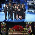 Les larmes de Paris au Staples Center, devant le cercueil de son père