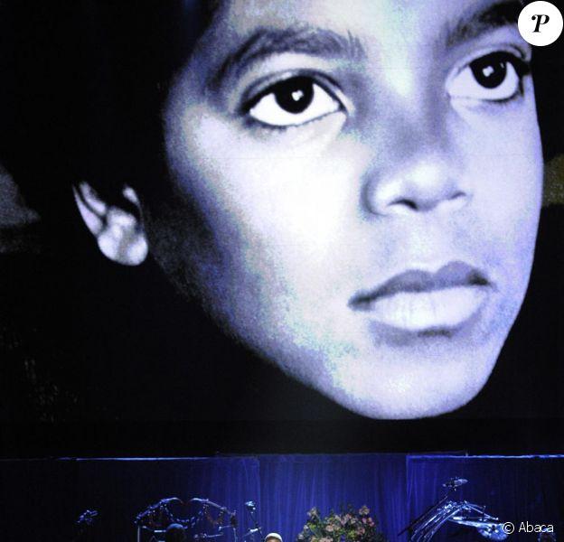 Michael Jackson : rétrospective de ses meilleures photos pendant son hommage au Staples Center...