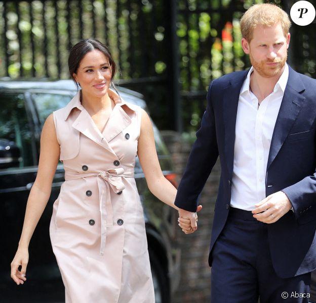 Meghan Markle (en robe trench Nonie) et le prince Harry à Johannesburg, le 2 octobre 2019.