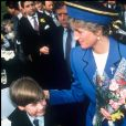 Le prince William avec sa mère Lady Diana en mars 1991 à Cardiff, son premier déplacement officiel.