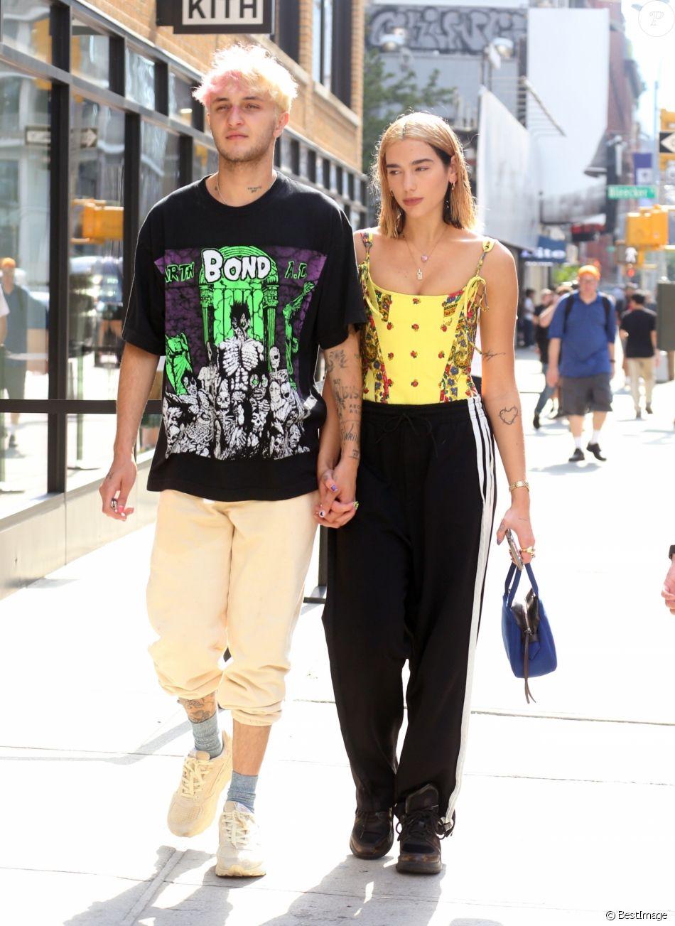 Dua Lipa et son petit ami Anwar Hadid sont allés déjeuner en amoureux à New York, le 2 octobre 2019.