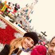 Laetitia Milot avec Badri et leur fille Lyana à Disneyland Paris, le 17 décembre 2018