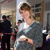 Léa François, enceinte et resplendissante face à Brigitte Fossey