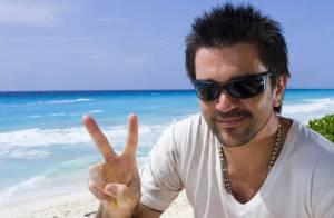 Juanes s'éclate sur une plage mexicaine... et vous présente sa femme enceinte de 7 mois !