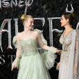 """Elle Fanning et Angelina Jolie assistent à l'avant-première du film """"Maléfique : Le Pouvoir du mal"""" à l'Imax Odeon de Londres, le 9 octobre 2019."""
