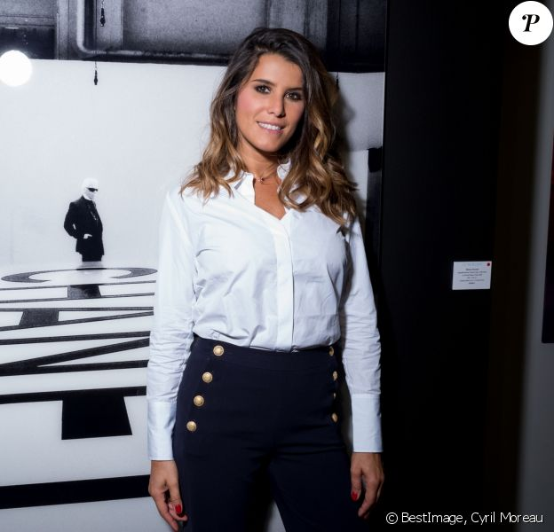 "Exclusif - Karine Ferri assiste au vernissage de l'exposition de photographies et signature du livre de Simon Procter ""Lagerfeld : The Chanel Shows"" en hommage à Karl Lagerfeld édité par Rizzoli au Royal Monceau à Paris le 26 septembre 2019. © Cyril Moreau / BestImage"