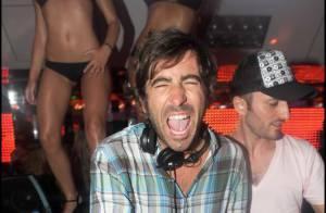 Pierre Mathieu : c'est fini avec M6 mais il garde le moral et met le feu... avec des filles nues ! Regardez !