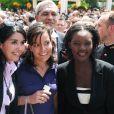 Rama Yade pose avec d'autres invités, lors de la Garden Party à l'Elysée, le 14 juillet 2009 !