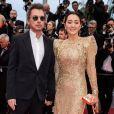 """Jean-Michel Jarre et sa compagne Gong Li (robe Elie Saab)- Montée des marches du film """"Douleur et Gloire"""" lors du 72ème Festival International du Film de Cannes. Le 17 mai 2019 © Borde / Bestimage"""