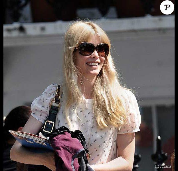 Claudia Schiffer dépose ses deux enfants Casper et Clementine à l'école à Londres le 25 juin 2009