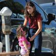 Exclusif - Première sortie pour Zooey Deschanel depuis l'annonce de sa séparation avec son mari J.Pechenik. Repérée sans son alliance au café Coffee Roaster d'Alana à Manhattan Beach, elle se promenait avec ses deux enfants Charlie Wolf Pechenik, Elsie Otter Pechenik à Los Angeles, le 8 septembre 2019.