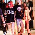 """Halsey et son nouveau petit ami Evan Peters quittent la soirée Halloween """"Almost Famous"""" à Los Angeles, le 25 octobre 2019."""
